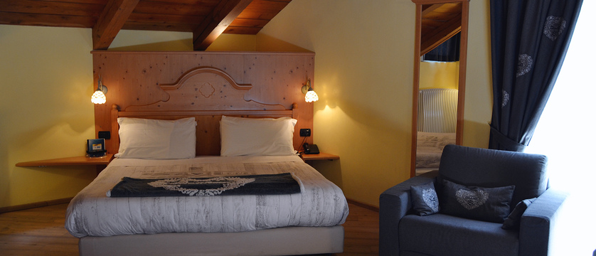 italy_milky-way-ski-area_claviere_hotel-bes_bedroom.jpg